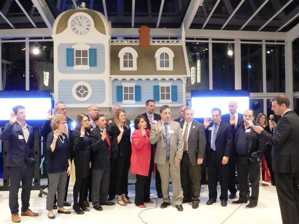 On December 14, 2017, Assemblyman Braunstein inducted the 2018 Board of Directors of the Ronald McDonald House of Long Island in New Hyde Park.