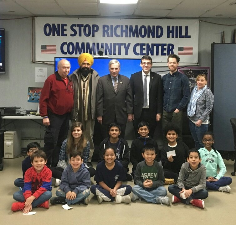 Assemblymember Rosenthal joined the students at One Stop Richmond Hill Community Center for a livecast about animals from the San Diego Zoo