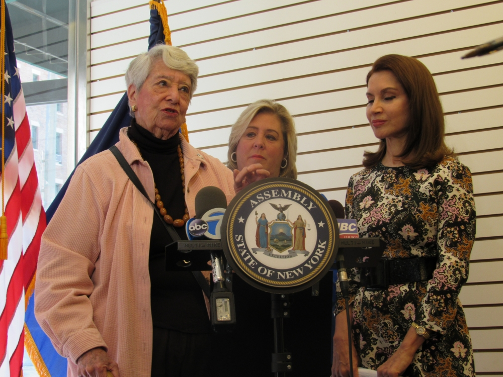 On Wednesday, October 4, Assembly Member Seawright held a press conference at the district community office with ABC7, Wall Street Journal, Newsday and AM NY. She warned those who are making donations to hurricane victims to 'care with care!' She was joined by philanthropist Jean Shafiroff who informed us of the ways we can safely donate to ensure that our efforts are impacting those who need help. Helene Goldfarb, a constituent, testified to receiving several scam calls per day and let others know that she often asks callers to send her the information so she can fully vet the organization or cause before making a donation.<br />