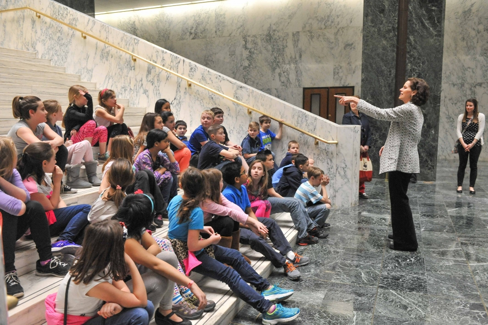 Assemblywoman Fahy meets with students from Glen Worden Elementary School during their spring trip to the Capitol.