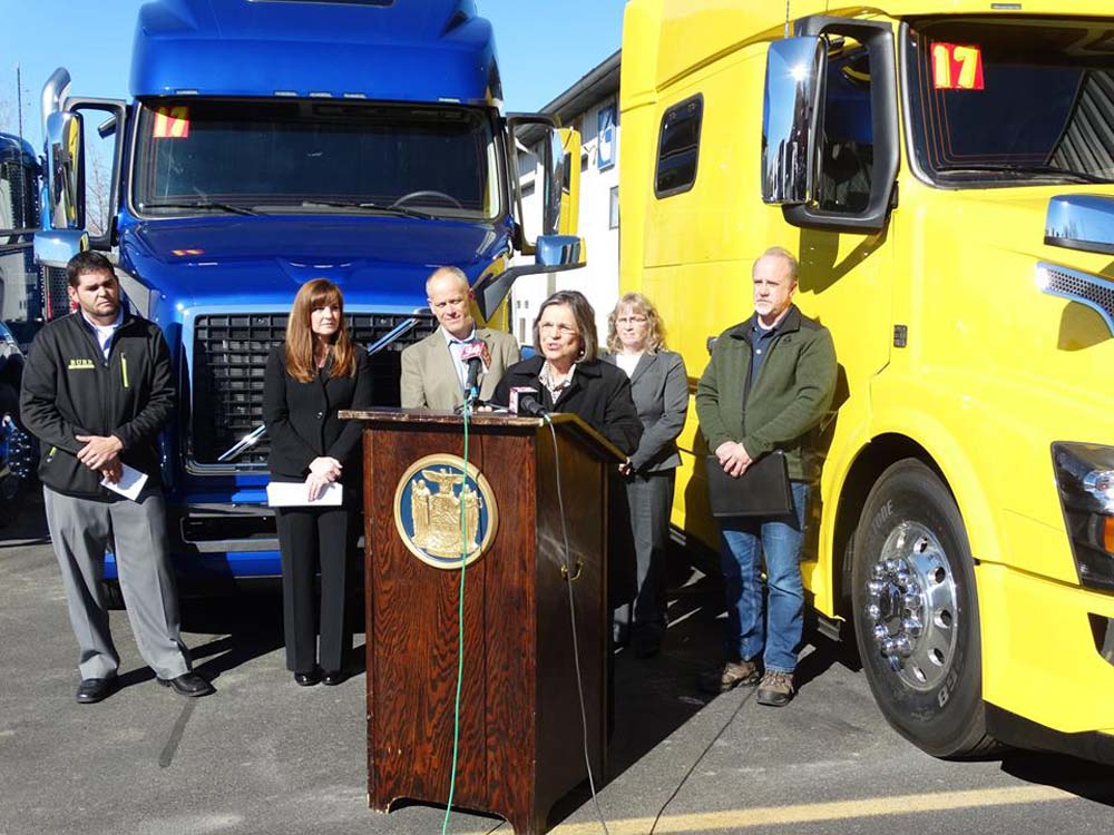 November 4, 2016 – Assemblywoman Lupardo joins trucking companies at Burr Trucks in Vestal to encourage the Governor to sign a bill she introduced that would ensure fair contracts for motor carriers.